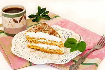 Украшаем торт белковым кремом
