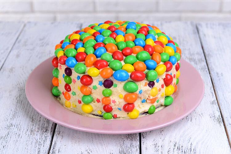 Как оформить торт своими руками