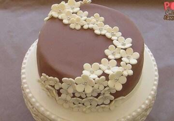 красиво оформленный шоколадный торт