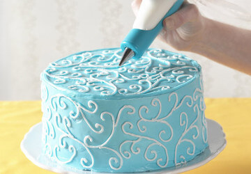 украшаем торт узорами айсинга