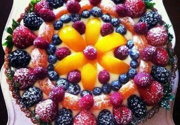 красивое оформление торта фруктами и ягодами