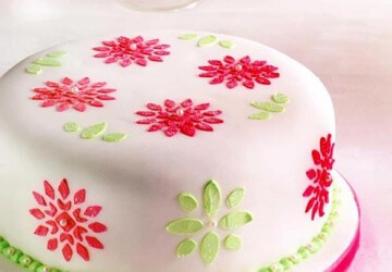 красивый торт из трафарета