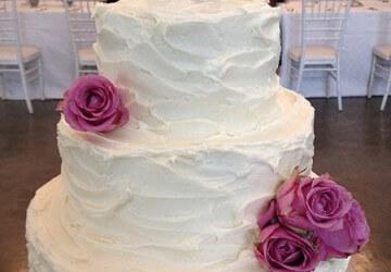 свадебный торт оформленный из крема