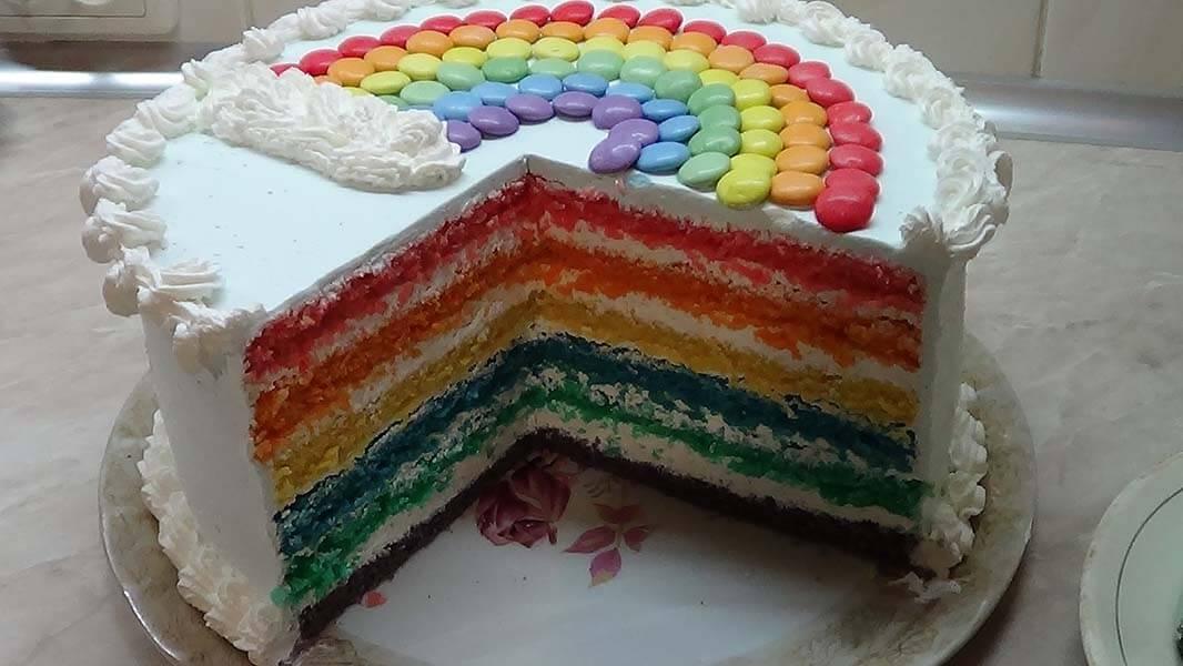 Как украсить торт конфетами