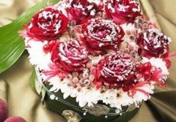 торт украшенный засахареными цветами