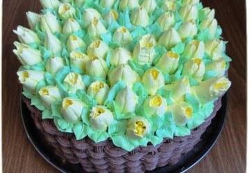 торт украшенный кремом мокрый безе