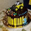 украшаем торт трактор