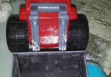 украшаем торт трактор2