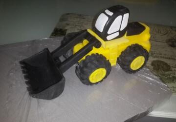 украшаем торт трактор9
