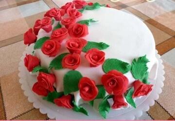 украшение сахарными цветами