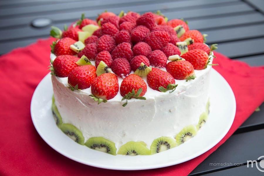 Украшение торта клубникой и малиной фото