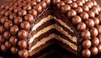 украшение торта конфетами2
