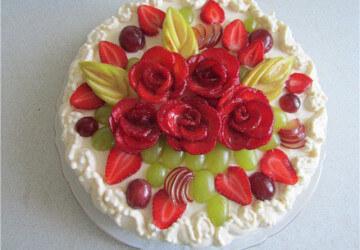 украшение торта фруктами и ягодами2
