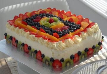 украшение торта фруктами и ягодами3