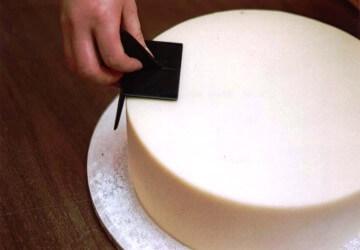 шпатели для выравнивания поверхности торта