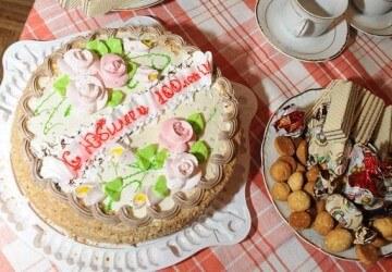 юбилей 100 лет надпись на торте