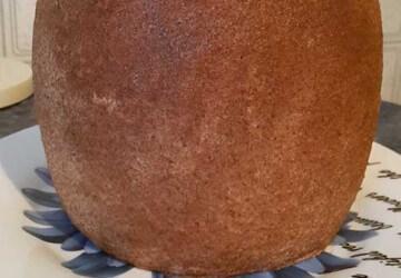 11 крошкой оставшегося коржа+масляный крем придаем форму бочонка