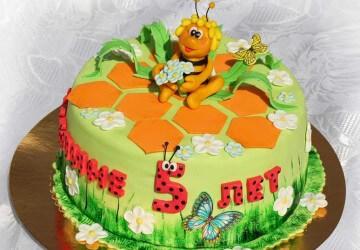 красивое украшение медового торта