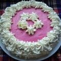 торт украшенный сливками