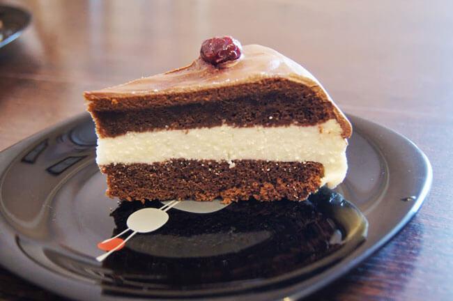 Шоколадный торт с творожной начинкой