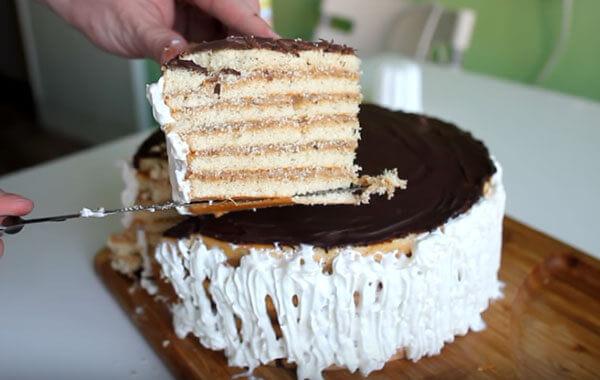 Бисквитный торт из готового коржа