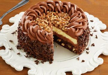 торт с посыпками из ореха