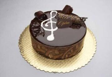 украшение торта с шоколадной глазурью