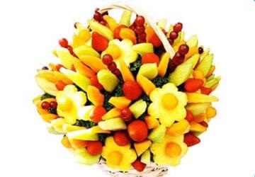 корзинка карвинга из фруктов