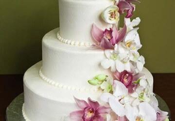 многоярусный торт с цветами