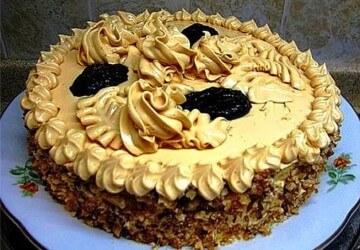 торт украшенный кремом