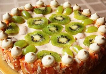украшаем торт из киви