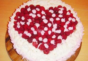 украшаем торт малиной для любимой
