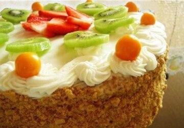 украшаем торт сметанным кремом