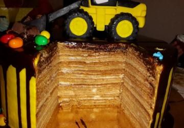 украшаем торт трактор14