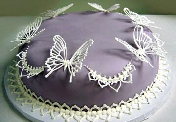 украшаем торт фигурами бабочки
