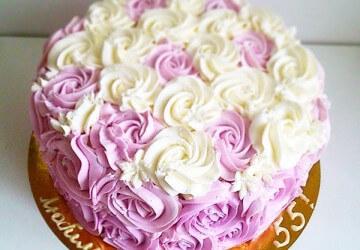 украшеный торт кремом для мамы