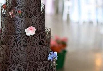 шоколадные узоры на свадебном торте