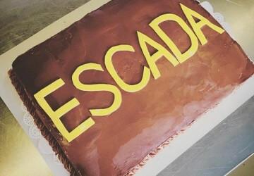 эскада и запись на торте