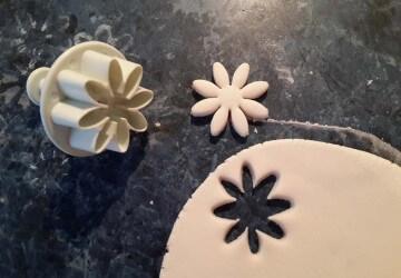 1 цветы делаем из сахарной пасты
