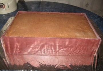 15 прикрепляем бока к торту