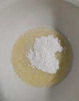Тарелка с уксусом и сахарной пудрой